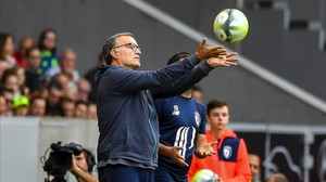 ecarrasco39577542 lille s argentinian head coach marcelo bielsa catches the ba170806185525