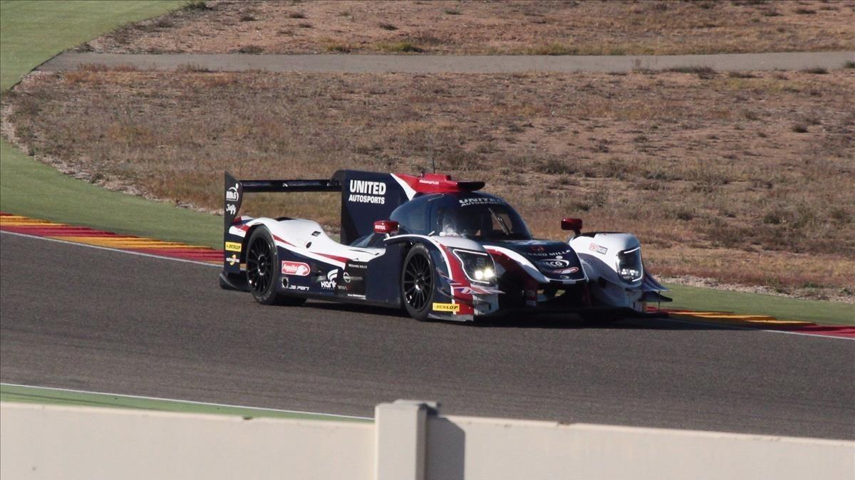 Alonso probando el Ligier JS P217 en el circuito de Aragón.
