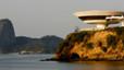 Museo Niteroi de Arte Contemporáneo en Brasil. Diseñado por Niemeyer