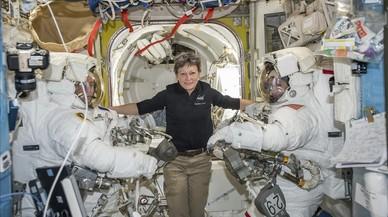 La astronauta de la NASA Peggy Whitson, el pasado febrero, durante una videoconferencia desde la Estación Espacial Internacional (ISS).