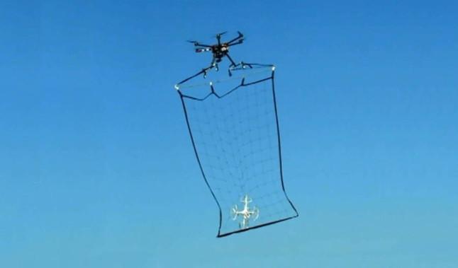 Japón inventa una red para cazar drones