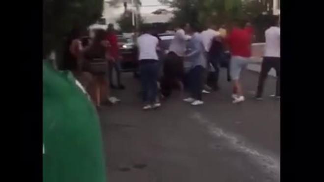 Vídeo d'una brutal baralla a la porta d'una discoteca a Marbella