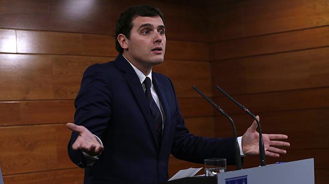 """Tras entrevistarse con Mariano Rajoy, Albert Rivera asegura que """"la unión de todos los españoles no se negocia""""."""
