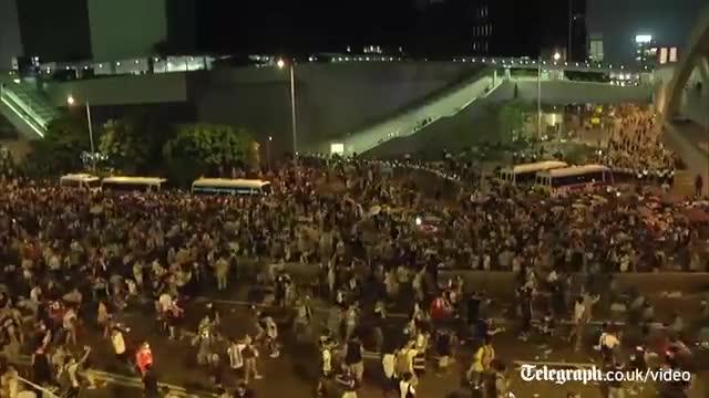 Els manifestants mantenen l'ocupació del centre de Hong Kong malgrat la repressió policial