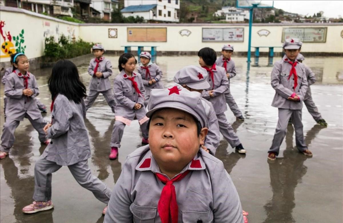 Estudiantes de la escuela primaria de Yang Dezhi Ejército Rojo en la provincia de Guizhou, China.