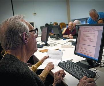 El Eixample impulsa un plan de envejecimiento activo
