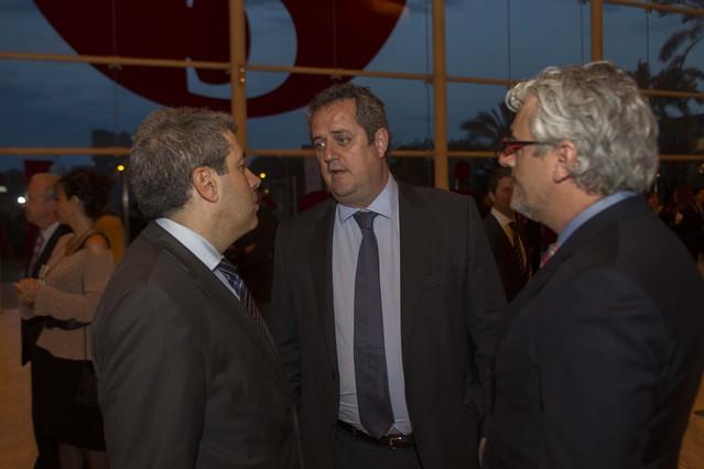 De izquierda a derecha, el 'conseller' Francesc Homs, el primer teniente de alcalde de Barcelona Joaquim Forn y Josep Martí, secretario de Comunicació del Govern.