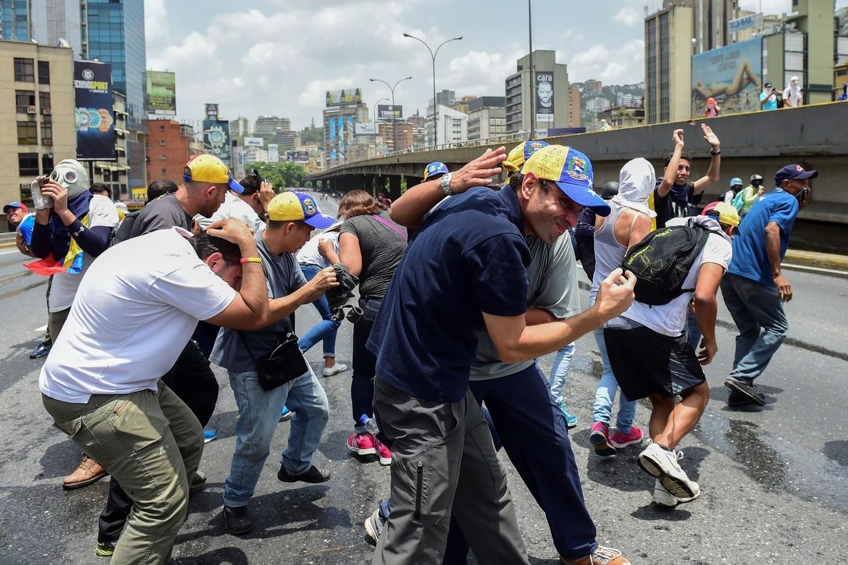 Tres muertos en el pulso en las calles entre el chavismo y la oposición en Venezuela