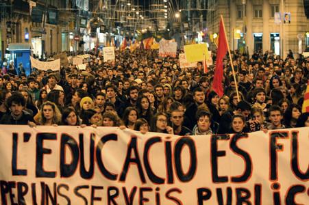 Manifestaci�n de estudiantes universitarios por el centro de Barcelona contra los recortes en educaci�n.