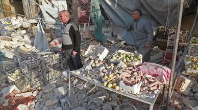 Al menos 61 muertos en el bombardeo de un mercado cerca de Alepo