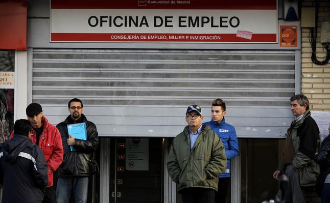 L 39 atur registrat va pujar en persones al gener for Oficina atur