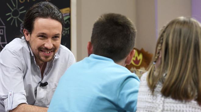 Pablo Iglesias introdueix en campanya el debat sobre els deures a primària