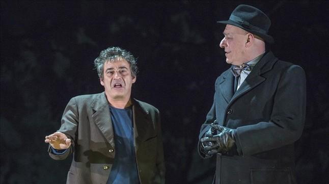 Eduard Fern�ndez y Jordi Mart�nez, en una escena del cl�sico de Arthur Miller que presenta el Romea.