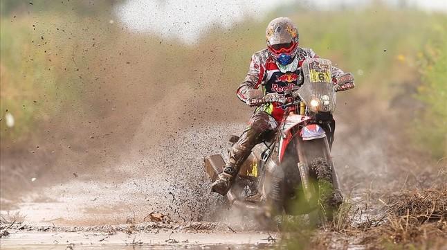 Un veloz Loeb golpea a os favoritos en la primera etapa efectiva del Dakar