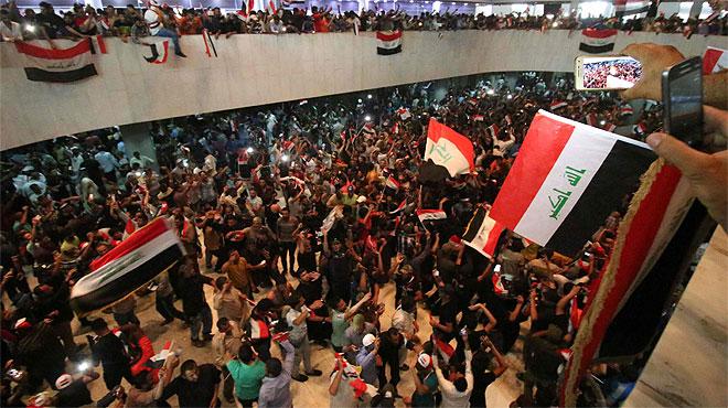 Radicales chi�s asaltan el Parlamento de Irak.