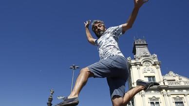 El periodista Roger de Gr�cia, en el Moll de les Drassanes de Barcelona.