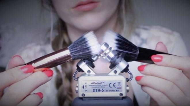 ASMRMagic �s una de les 'youtubers' m�s prol�fiques�i creatives�amb les seves brotxes de maquillatge de p�lo suau.