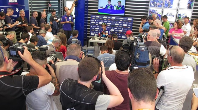 Valentino Rossi, en la multitudinaria conferencia de prensa de hoy en Mugello (Italia).