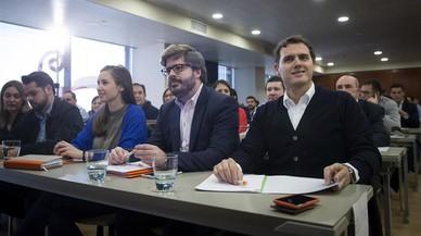 Rivera es presenta com el moderador del PP amb el seu pacte de Pressupostos