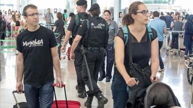 La policia reforça el control de fronteres, estacions i aeroports catalans