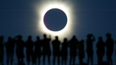EUA tem embussos de trànsit a les zones d'observació de l'eclipsi