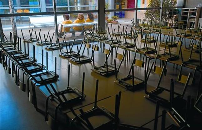 Aparcados en las aulas for Mesas comedor colegio