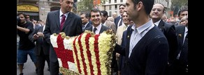 Barrufet, Laporta y Guardiola en la ofrenda floral a la estatua de Casanovas, en el 2008.