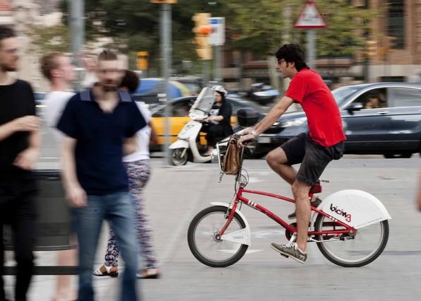 Usuarios del bicing se organizan contra la subida for Oficina bicing barcelona