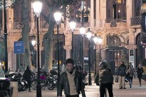 Ejemplo de la nueva iluminación, en los Jardinets de Gràcia.