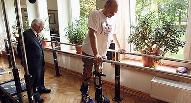 Un hombre con par�lisis vuelve a caminar con un tratamiento pionero