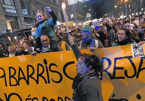 Nou Barris clama en la calle contra la desigualdad - El Periódico