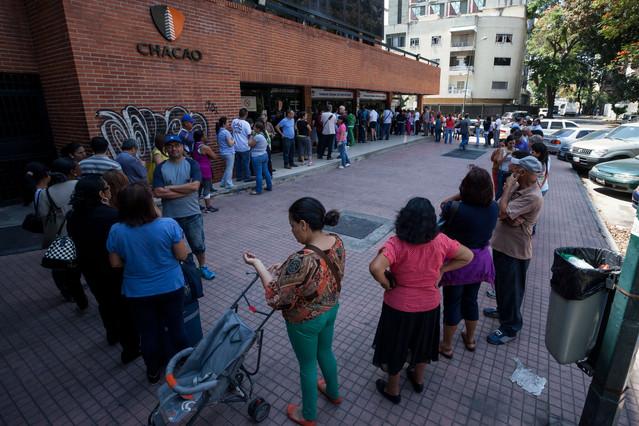 LA CADA VEZ MÁS COMPLICADA TAREA DE ENCONTRAR MEDICAMENTOS EN VENEZUELA