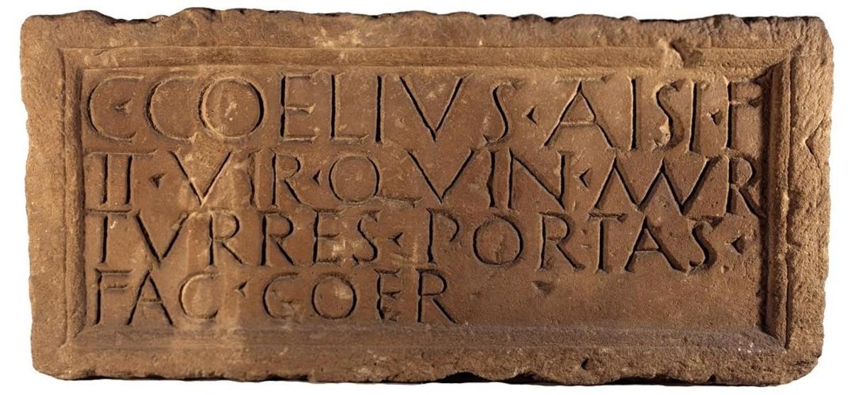 Lápida de Caius Coelius, procedente de la muralla romana de Barcelona y depositada en el Museu dArqueologia de Catalunya.