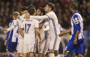 tecnicomadrid38197749 real madrid s isco centre is congratulated by teammates af