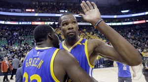 jmexposito38325144 golden state warriors kevin durant right receives a hug f170507173550