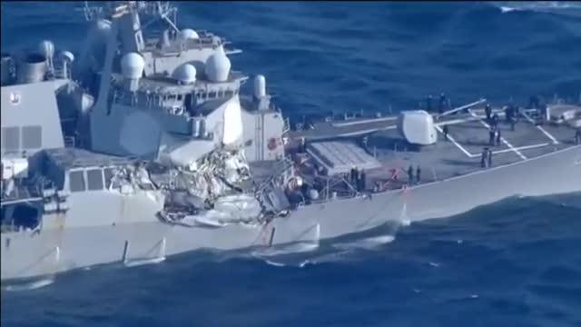 Un destructor dels EUA xoca contra un vaixell de càrrega a prop de la costa del Japó