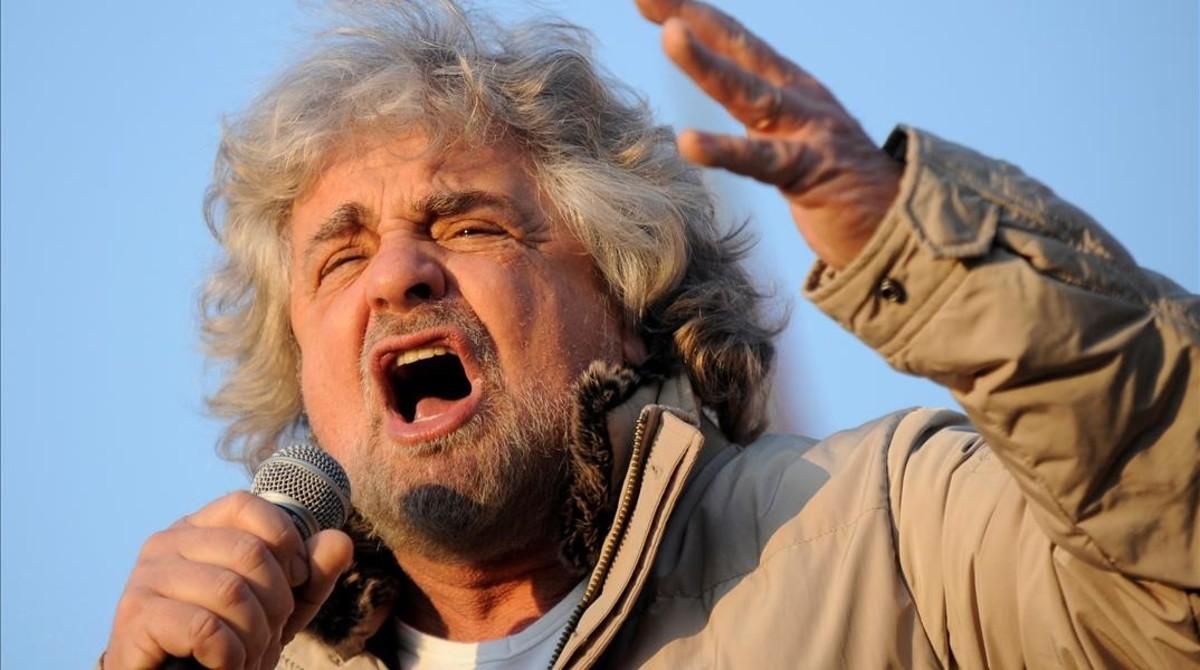 Grillo gesticula durante un acto electoral en Turín, en una imagen de archivo.