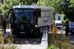 Un furgón con detenidos de Lezo