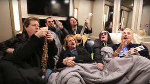 Ringo and His All-Star Band, interpretando un tema para Bedstock