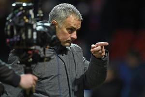 Mourinho da órdenes, durante el partido del martes ante el CSKA Moscú.