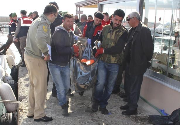 Al menos 33 personas han muerto en dos naufragios en las costas turcas