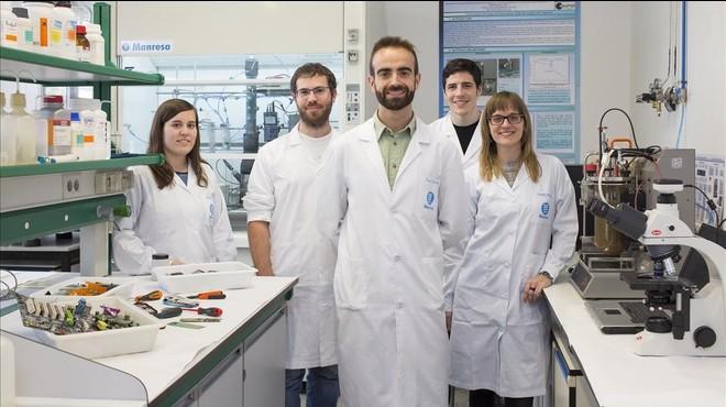 Antonio Dorado (centro) y su equipo en el Departamento de Ingenier�a Minera de la UPC, en el campus de Manresa.