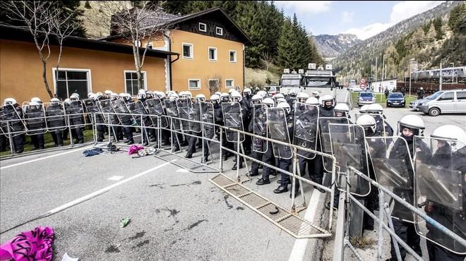 Austria vallar� la frontera con Italia contra los refugiados