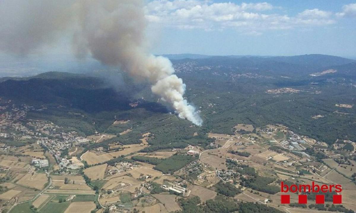 Imagen a�rea del incendio de Blanes poco despu�s de iniciarse el fuego