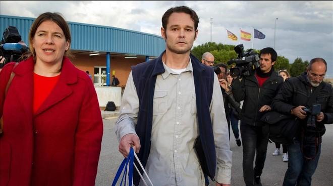 El preso holand�s Liberto Van der Dussen, en el momento de salir a la calle