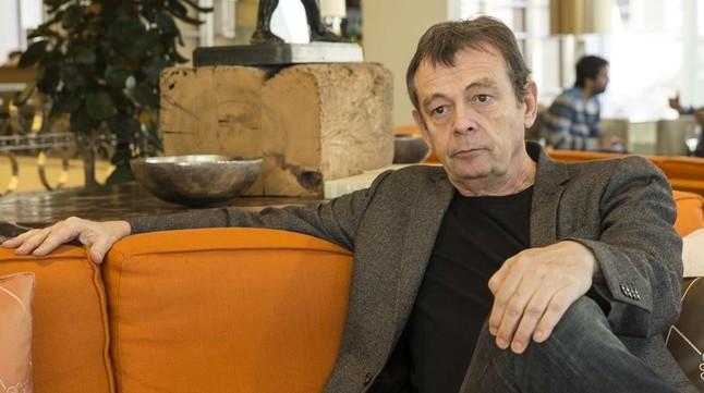 El escritor franc�s de novela negra y ganador del Goncourt Pierre Lemaitre, este martes en Barcelona, donde participa en el festival BCNegra.