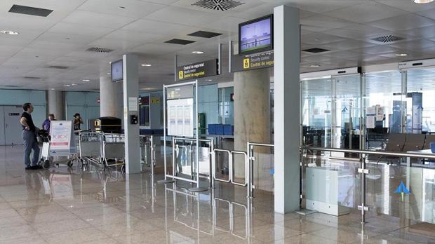Vídeo per saber com arribar a la porta secreta de l'aeroport de Barcelona
