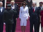 El presidente estadounidense, Donald Trump, y su mujer, Melania, son recibidos por el presidente israelí, Benjamin Netanyahu, y su esposa.
