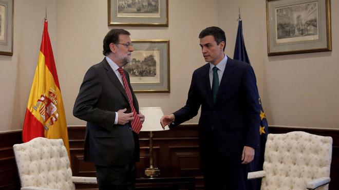 Pedro Sánchez y Mariano Rajoy antes de su breve reunión en el Congreso de los Diputados.