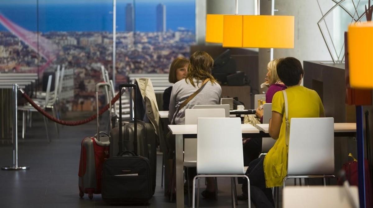 Cómo viajar barato: 10 trucos y una argucia al límite para volar gratis